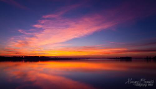 sunset red italy panorama cloud canon landscape fire italia tramonto nuvole colours zoom wideangle mantova 5d colori grandangolo 2470 5dmark2
