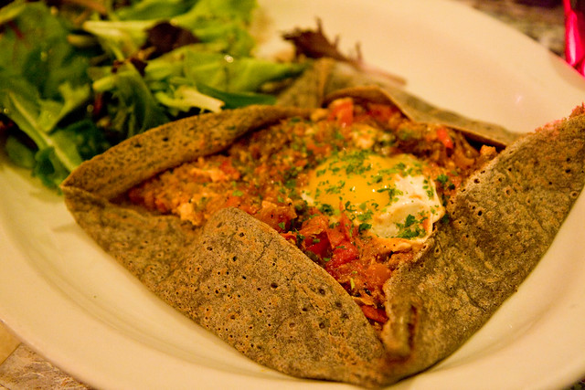 Crepe Orientale (merguez, peppers, tomatoes, Swiss chese), Pates et Traditions