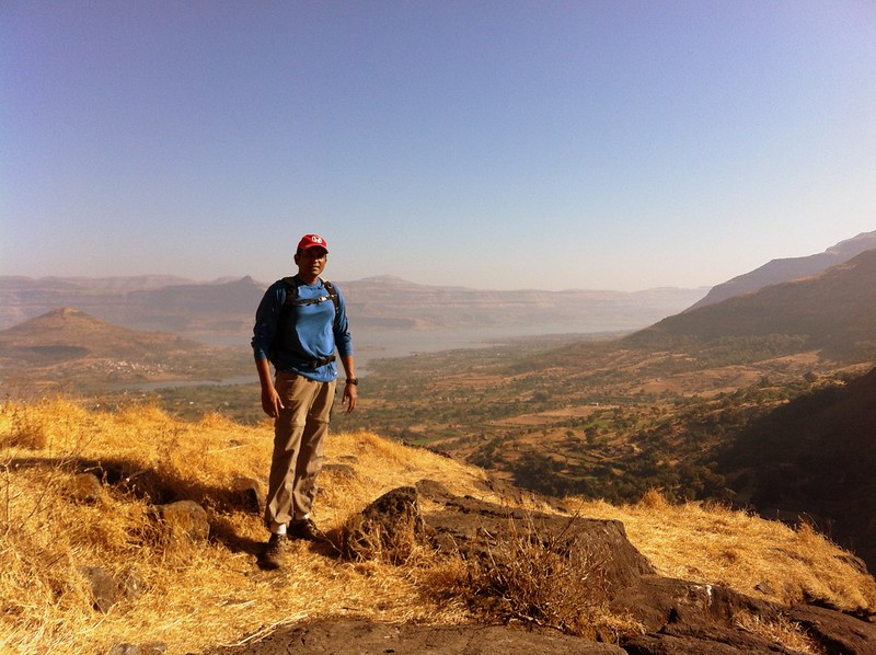Enjoying the view from the eastern corner of Hadsar fort