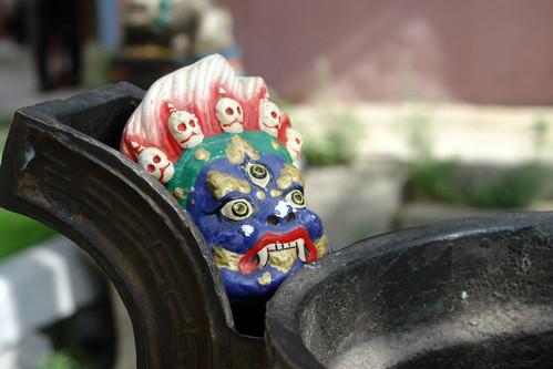 Dioses y guerreros protectores de Buda se esconden por todos los rincones del monasterio, .. diferentes tamaños, diferentes máscaras. Gandantegchinlen Khiid, el espíritu tibetano de Ulan-bator - 8378977796 1f292ee4d9 - Gandantegchinlen Khiid, el espíritu tibetano de Ulan-bator