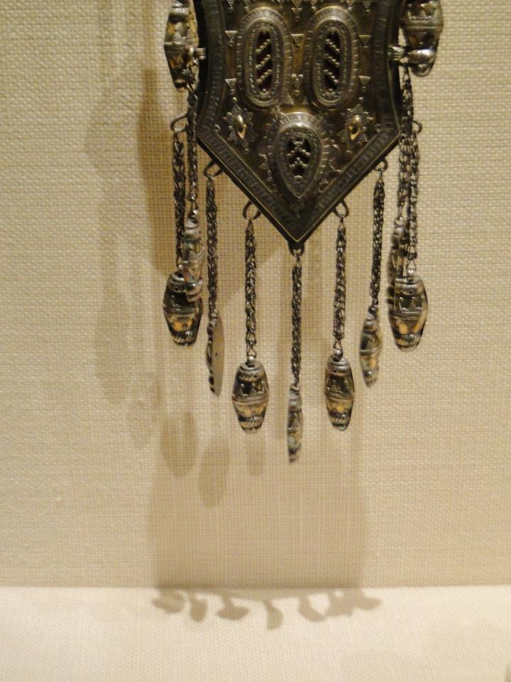 04 1j13_6270 tripartite pectoral lacquerTurkmen jewelryMetropolitan Museum ofArt
