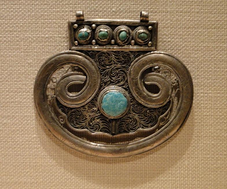 04 1j13_6261 lobed plaque turquoiseTurkmen jewelryMetropolitan Museum ofArt