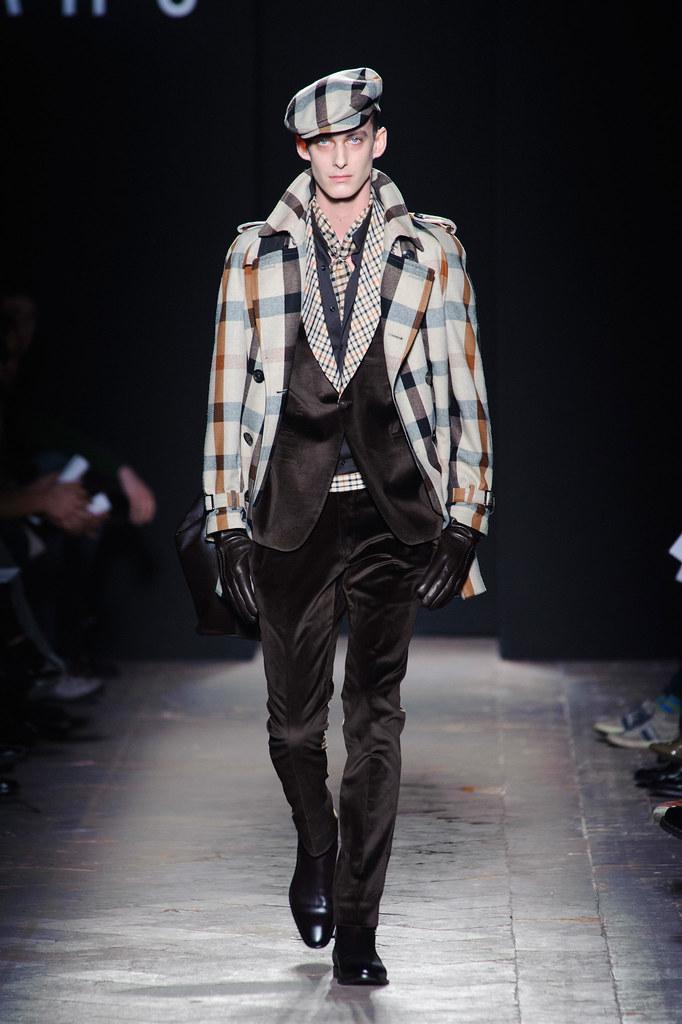 FW13 Milan Daks004_Elias Cafmeyer(fashionising.com)