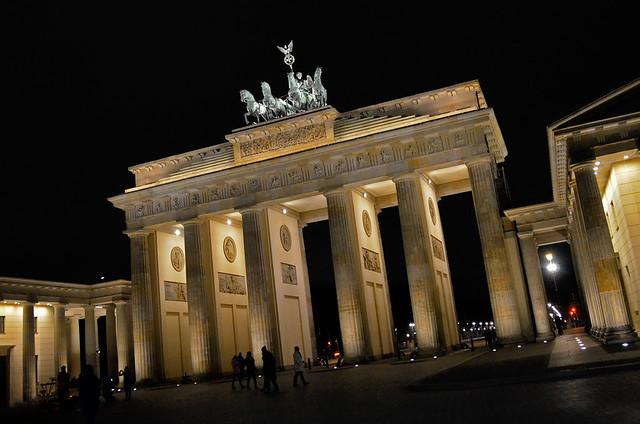La puerta de Brandenburgo de noche