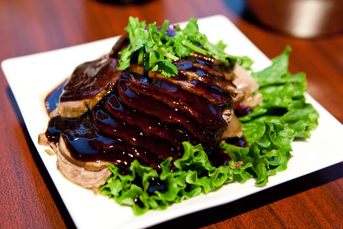 Sliced roast beef with five-spice sauce (cold appetizer; 五香牛肉)