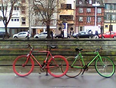 Red bike, green bike
