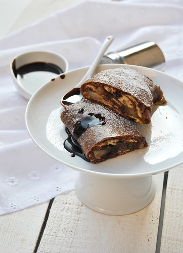Chocolate strudel with pears and ricotta