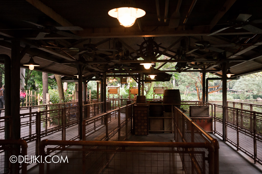 Jungle Cruise queue