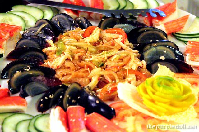 Seaweed & Century Egg Platter P310