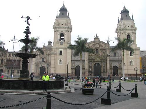 Catedral de Lima y pileta