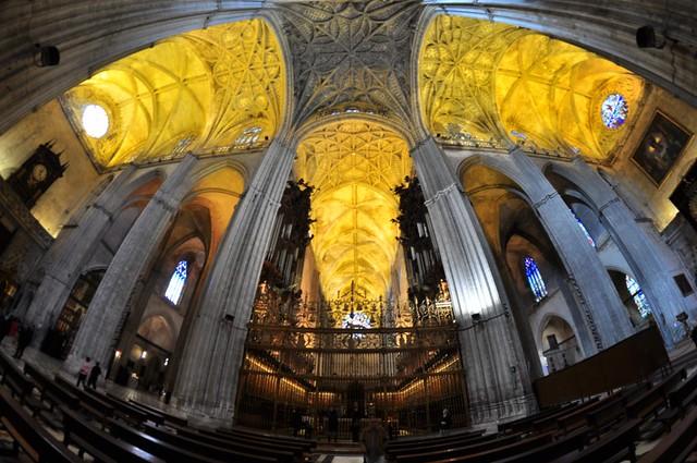 Interior de la Catedral de Sevilla Catedral de Sevilla, sepulcro de la historia de américa - 8322049397 ec82e4b2f6 z - Catedral de Sevilla, sepulcro de la historia de américa