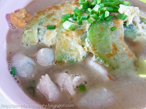 fried egg and bitter gourd soup noodle R0020826 copy