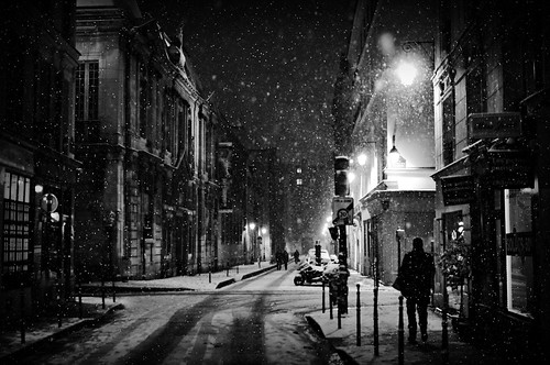 Snowing in Paris tonight
