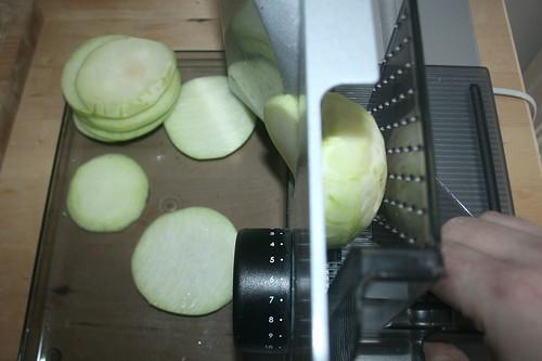 13 - Kohlrabi in Scheiben schneiden / Cut kohlrabi in slices