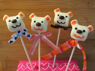 Marshmallow Bear Pops