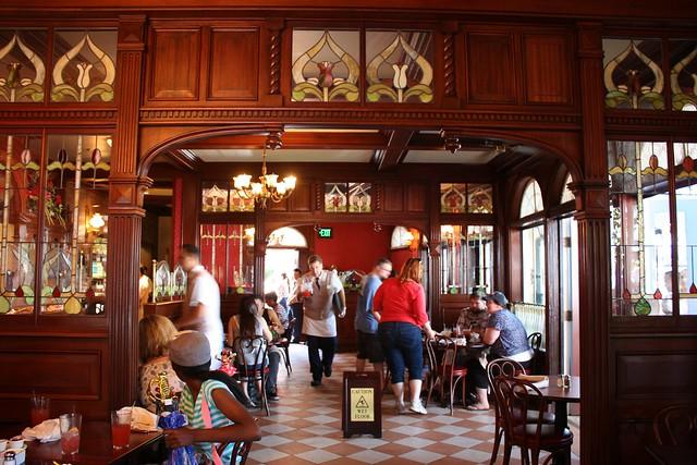 Café Orleans interior