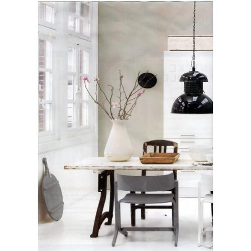 emaliowana-lampa-przemyslowa-okragla-hk-living-czarna-l