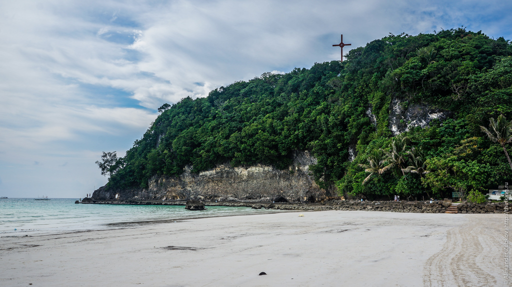 Крест на холме на острове Боракай