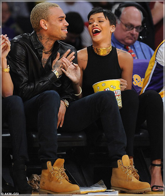 Rihanna_chris_brown_at_staples