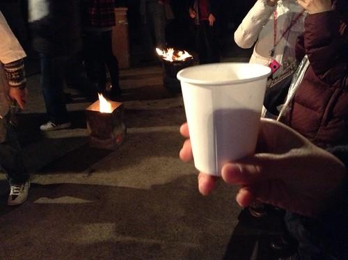 2013-01-01 氷川神社で二年参りの後の甘酒