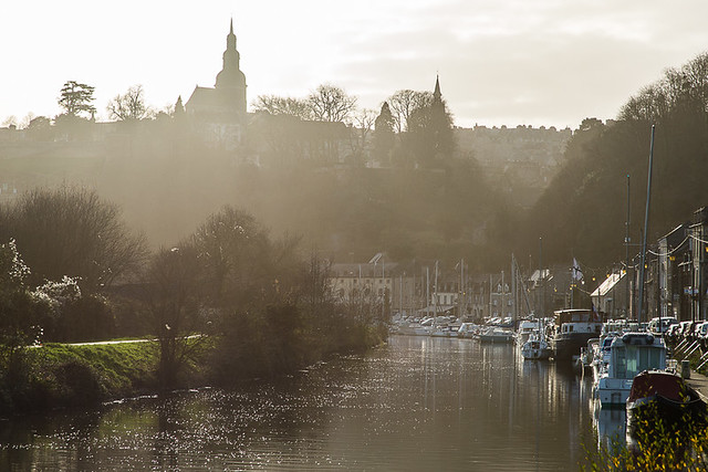 There are some lovely water-side bike routes around Dinan. Photo: Hervé