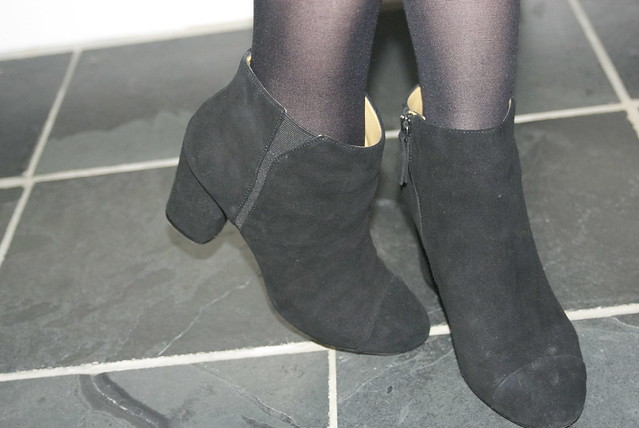 Nine-West-black-suede-ankle-boots-on-the-money