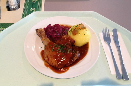 Entenkeule mit Apfelrotkohl & Kloß / Duck leg with red cabbage & dumpling