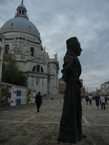 DSCN2734 _ Vater Staat by Thomas Schütte, 2010, in front of Basilica Salute, Venezia