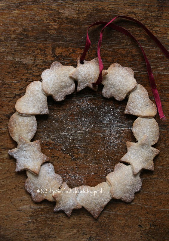 Ghirlanda di biscotti alle mandorle e vin santo