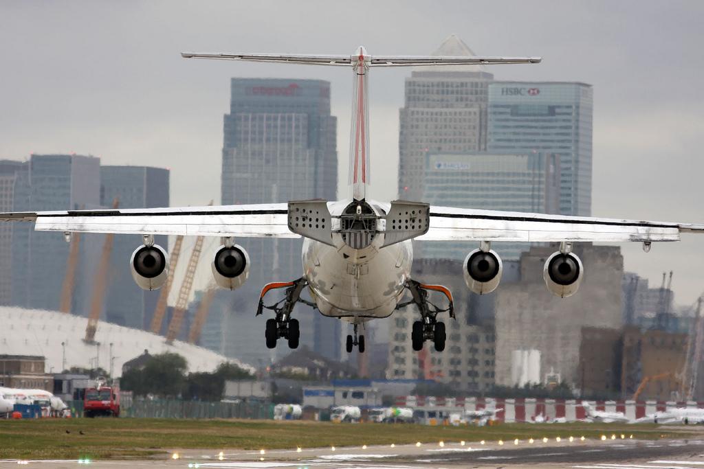 LCY BAE landing