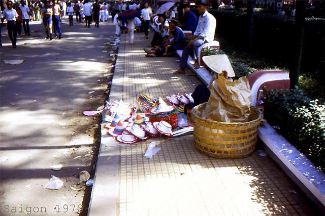 SAIGON 1970 (19) - Đường Trương Công Định giữa vườn Tao Đàn