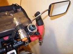 拡張バー上に補助ライト、コンパス付きベル、バックミラー