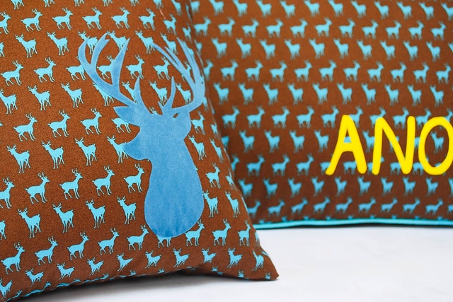 Deer pillow (4 van 6)