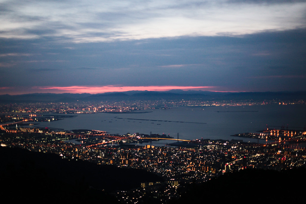 Uzumoridai 4 Chome, Kobe-shi, Higashinada-ku, Hyogo Prefecture, Japan, 0.025 sec (1/40), f/1.8, 50 mm, EF50mm f/1.4 USM