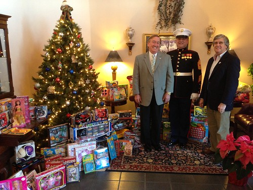 Toys_for_Tots_2012_-_group_shot