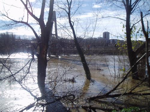 Río Ebro crecida en Logroño 20 enero 2013