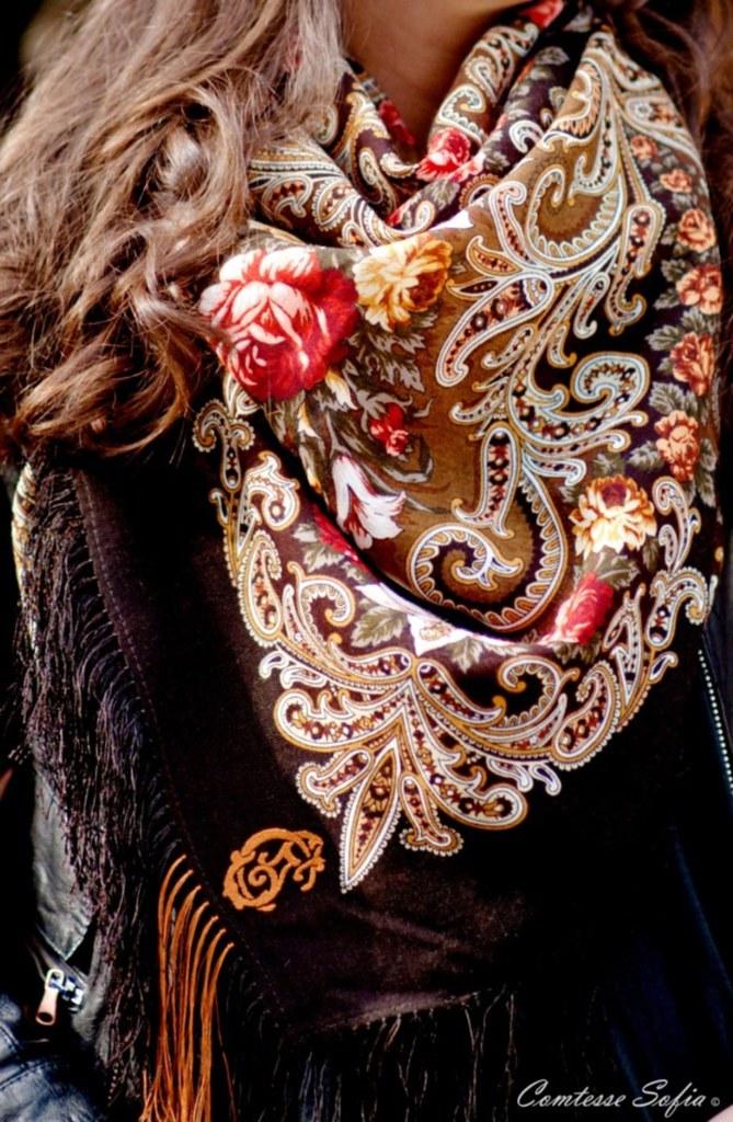 comtesse_sofia_tuileries_caramel_scarf_detail_1
