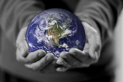 [フリー画像素材] グラフィック, フォトレタッチ, ボディーパーツ - 手, 地球 ID:201302120400