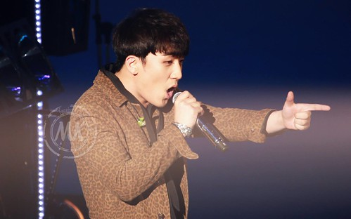 Seung Ri - Tokyo Girls Collection - 28feb2015 - Molly & Kelly's Shop - 03