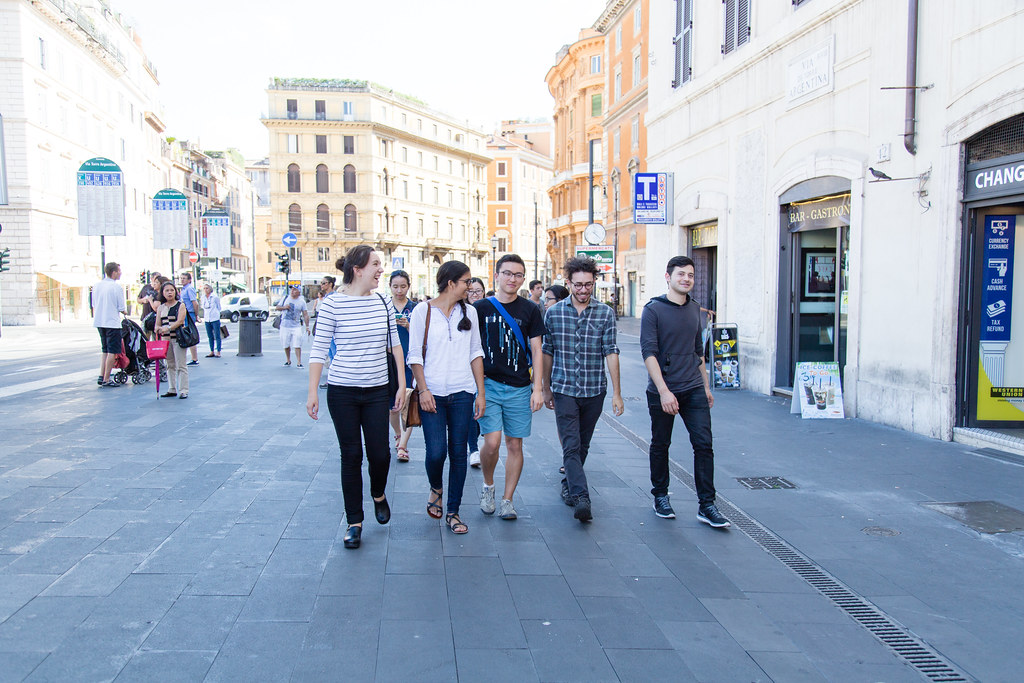 Students head to a gelateria after Italian class, fall 2015.   photo / Stephanie Cheung (B.Arch. '18)