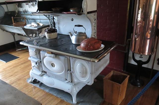 Wonderful Kitchen, Roosevelt Cottage, Campobello Island, New Brunswick, Canada 500 x 331 · 116 kB · jpeg