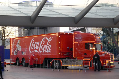 Santa Claus am Coca-Cola Christmas Truck