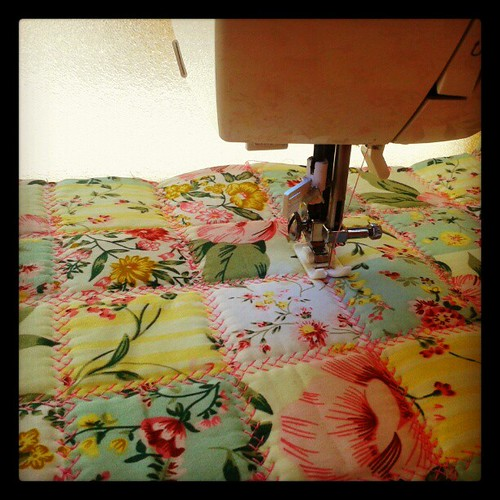 Brincando de quiltar!  #quilt #sew # tecido #patchwork #ateliê by miudezas_miudezas
