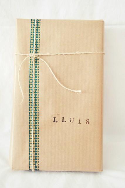 cómo envolver un regalo para un chico (5)