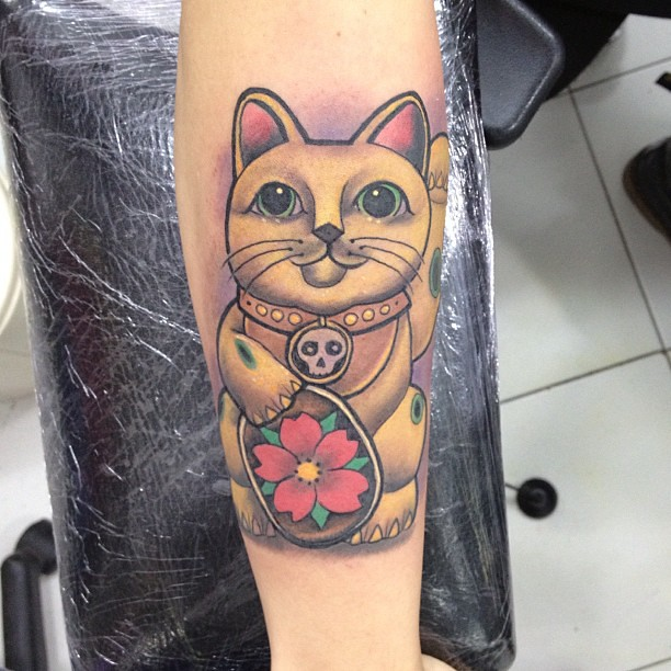 1000 ideas about lucky cat tattoo on pinterest cat tattoos tattoos and kokeshi tattoo. Black Bedroom Furniture Sets. Home Design Ideas