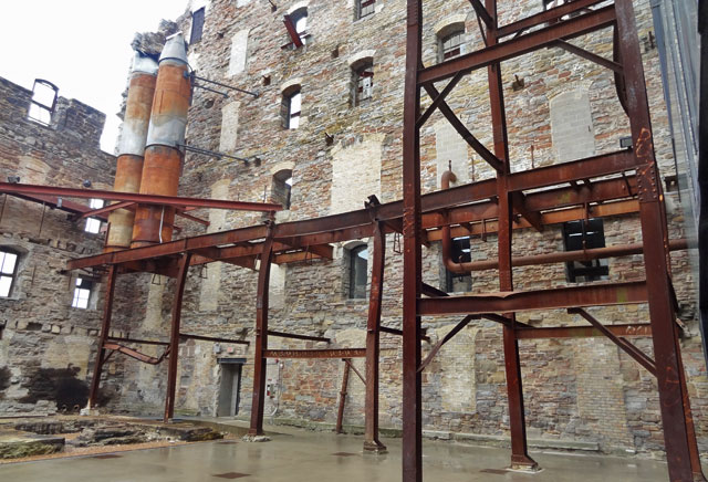mill-city-museum-courtyard