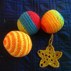 Some last-minute gifts a friend ordered: crocheted balls and a star ornament. Fingers crossed they get there on time!