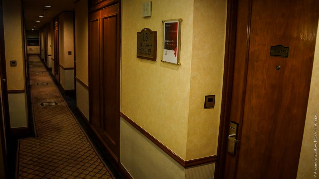 В коридоре гонконгского отеля Charterhouse Causeway Bay