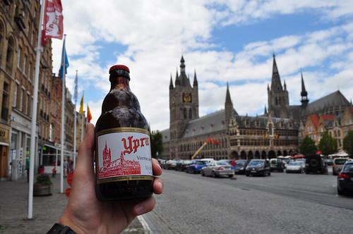 2012.06.30.230 - IEPER - Grote Markt - Belfort · Lakenhalle van Ieper · Nieuwerck · Sint-Maartenskerk