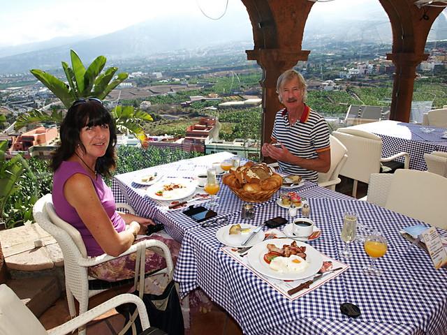 Champagne breakfast, El Monasterio